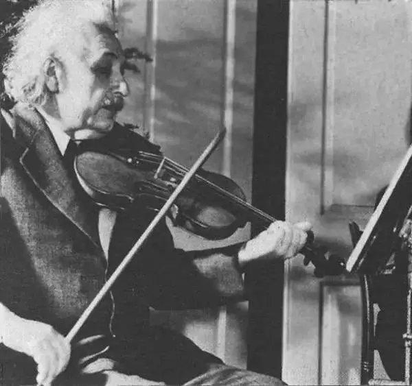 爱因斯坦不仅拥有超大的脑容量,还有令人沦陷的颜值和多情 - 第2张  | 鹿鸣天涯