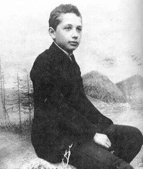 爱因斯坦不仅拥有超大的脑容量,还有令人沦陷的颜值和多情 - 第4张  | 鹿鸣天涯